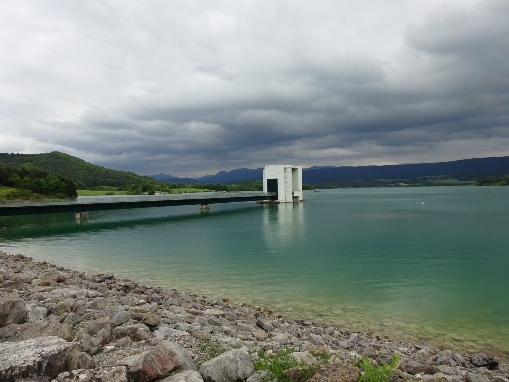 : Le barrage de Montbel en Ariège est cogéré par les département de l'Ariège, l'Aude et la Haute-Garonne, il permet notamment le soutien d'étiage de l'Hers-Vif, de l'Ariège et de la Garonne.